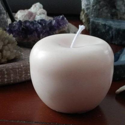 Bougie sculptée petite pomme naturelle